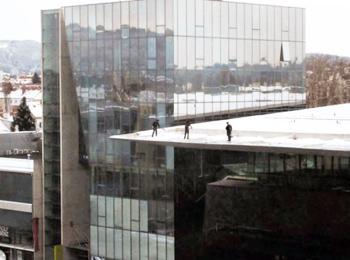 Schaufeln mit Aussicht am Dach Fladischer