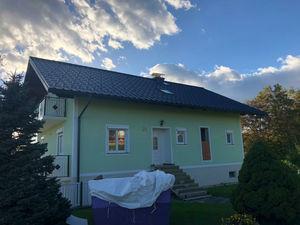 Bild zeigt saniertes Dach
